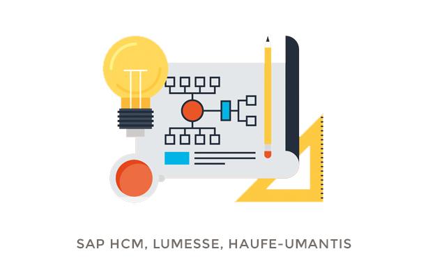 Skizzenblatt mit Bleistift, Geodreieck und Glühbirne fürs Projekt SAP HCM